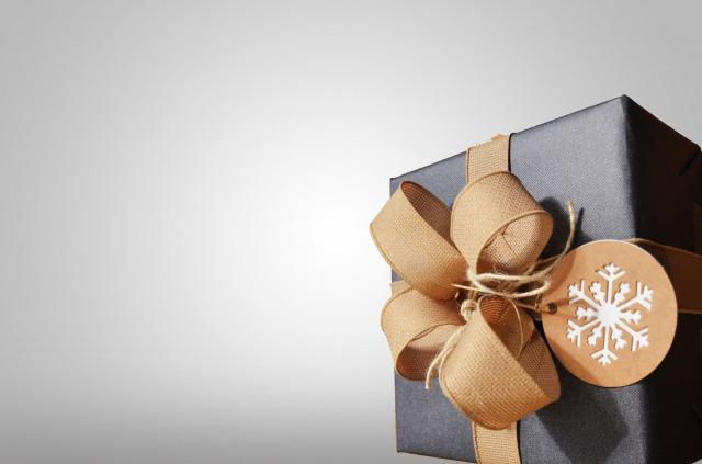 ブラックとブラウンのプレゼントボックス