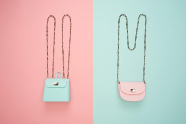 ピンクと薄いグリーンの小さなバッグとチェーン(2つ)