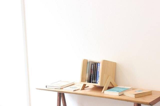 小さな木の本棚
