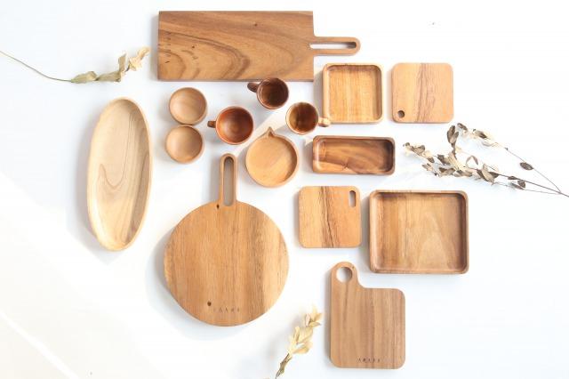 木製の様々なデザインのお盆