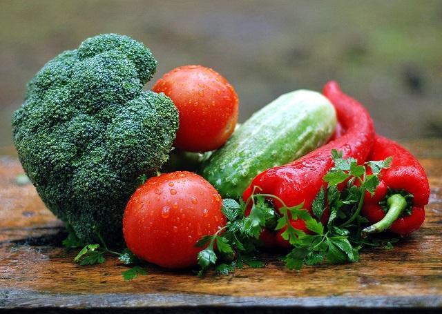 トマトやブロッコリーなどの野菜