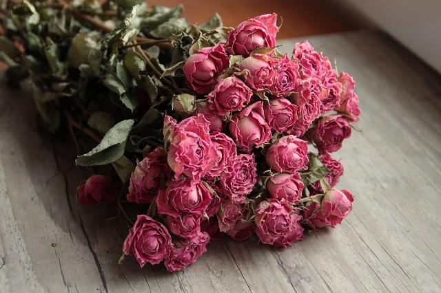 赤い薔薇のドライフラワー