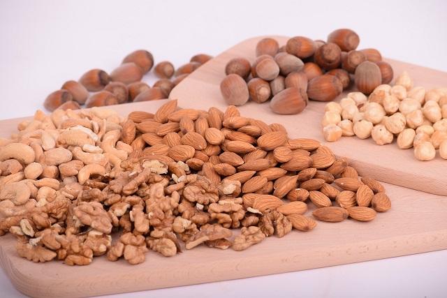 ピーナッツなどのナッツ類