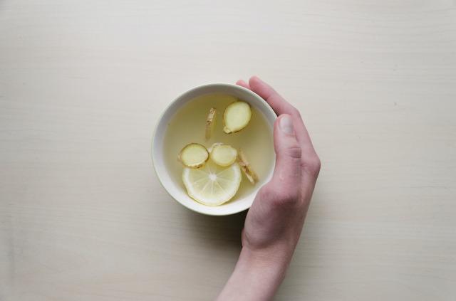 レモンと白湯の飲み物