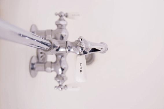 なかなか取れないお風呂場の水あかを掃除する方法