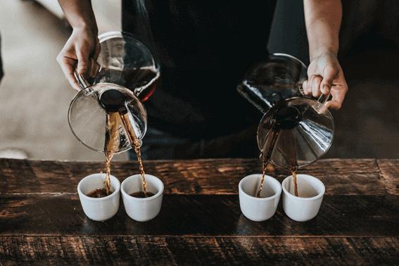 コーヒーをいれるための器具にはたくさんの種類がある