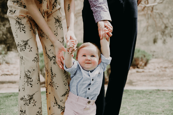 赤ちゃんとのコミュニケーションはどうする?接し方について解説