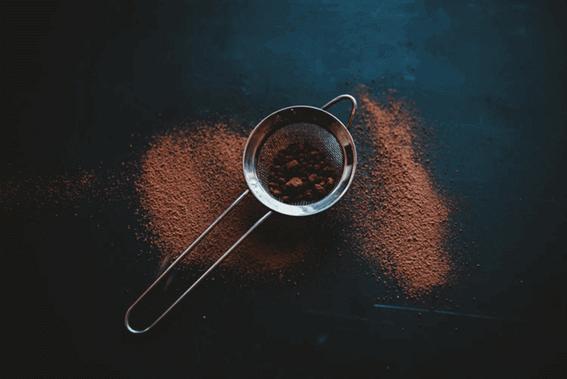 カカオとココアやチョコレートの違いは?作り方などを詳しく解説