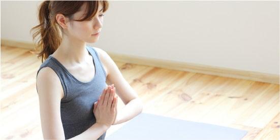 姿勢を整え、肺活量と呼吸量を増加させる