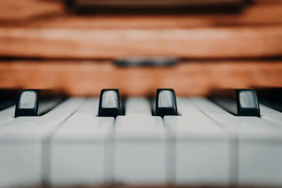 音楽レクリエーションとは?プログラムの方法やポイントを紹介