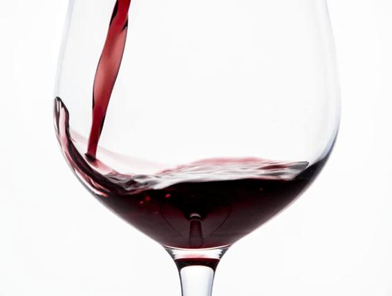 お店でおいしいワインを注文してみて