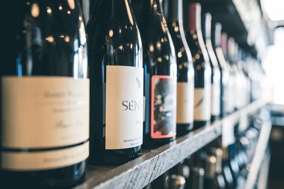 ワインソムリエのなり方は?資格や費用について解説
