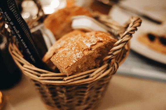 手作りパンがイースト臭い原因と対処法は?