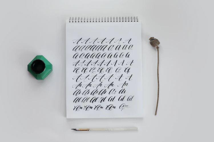 好きなカリグラフィーの書体を見つけてみては?