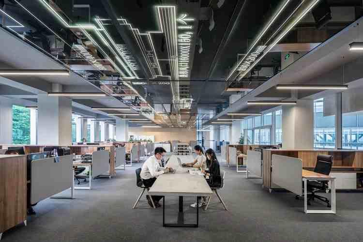 オフィスの机の配置を考えよう